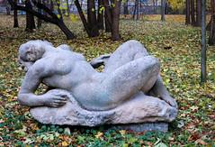 Skulptur (Don Claudio, Vienna) Tags: bildhauerateliers bund praterateliers wien vienna prater kunst art ausstellungsgebäude bildhauergebäude staatsateliers austria österreich park skulptur
