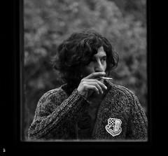 _DSC1178 - Laurent (Le To) Tags: nikond5000 noiretblanc nerosubianco bw monochrome portrait homme cigarette main