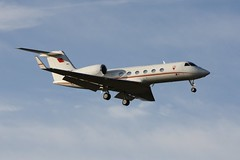 A9C-BHR (IndiaEcho) Tags: a9cbhr gulfstream g450 government of bahrain eglf fbo london farnborough hampshire england civil aircraft aeroplane aviation airport airfield business corporate jet biz bizjet canon eos 100d0