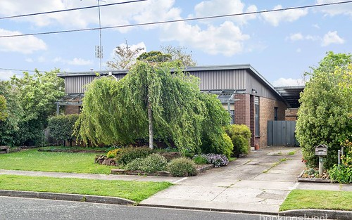 16 Lawrence St, Alfredton VIC 3350