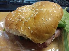 Roast Beef Sandwich. (dccradio) Tags: fairmont nc northcarolina robesoncounty indoor indoors inside food eat meal supper dinner lunch snack samsung galaxy smj727v j7v cellphone cellphonepicture sandwich roastbeef spinach cheese friday afternoon november goodafternoon roll sesameseedroll