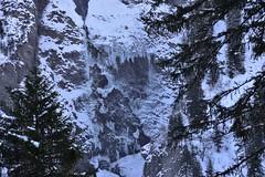 DSC_0054 (Bergwandern Alpen) Tags: alpen alps bergwandern hiking eiszapfen felswand glarneralpen winter icicle