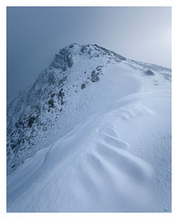 Y Garn (Ollie Pocock) Tags: snowdonia snowdonianationalpark snowdoniaimages y garn ygarn wales northwales mountains mountainscape mountainrange mountaineering mountainphotography ogwenvalley snow winter patterns