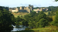 Alnwick Castle Northumberland (WISEBUYS21) Tags: alnwick castle percy family northumberland northumbria transformers robin hood blackadder harry potter wisebuys21 hotspur green trees river aln panorama landscape north east england