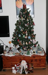 Christmas 2019 016 (Chrisser) Tags: christmas decorations ontario canada specialholidays canoneosrebelt6i canonefs1855mmf3556isstmlens christmastree ornaments santaclaus christmastrees
