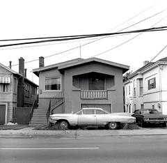 Oakland, California 1978 (Dave Glass . foto) Tags: oakland oaklandca oaklandcalifornia 1960cadillaccoupe 1960cadillac 1960caddy rolleicord rolleicordv mediumformat kodakplusx fins 3449adelinestreet adelinestreet