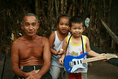 children with handsome grandpa (the foreign photographer - ฝรั่งถ่) Tags: two children kids handsome grandpa khlong thanon portraits bangkhen bangkok canon