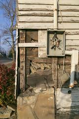 Notching, Arabia Brown Log House — Lancaster, Kentucky (Pythaglio) Tags: house dwelling residence abandoned singlepen twostory 1818 early log logs hewn hewed steeplenotching arabiabrown twobay woodsiding vacant dilapidated lancaster kentucky garrardcounty 66windows rakeboards