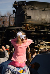 Ears held when the whistle blows (radargeek) Tags: claremore ok oklahoma unionpacific train bigboy no4014 engine kid child kids children shoulderride steam locomotive 2019 november handsoverears