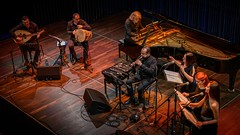 Das großartige armenische Nagash Ensemble spielte Kompositionen von John Hodian am 16. November 2019 im Strawinsky Saal der Donauhallen in Donaueschingen (HeinzDS) Tags: armenien naghash ensemble john hodian songsofexile donaueschingen musikfreunde strawinsky saal donauhallen