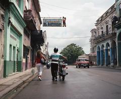 Streets of Havana - Cuba (IV2K) Tags: havana habana lahabana cuba cuban cubano kuba caribbean mamiya mamiya7 mamiya7ii mediumformat 120 120film kodak kodakportra portra portra400 kodakportra400 kodakfilm film analogue centrohavana habanavieja colorfilm colourfilm ishootfilm istillshootfilm