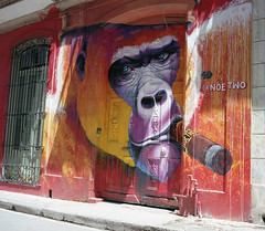 Streets of Havana - Cuba (IV2K) Tags: graffiti havana habana lahabana cuba cuban cubano havanacentro centrohavana habanavieja mamiya mamiya7 mamiya7ii havanacuba kodak kodakportra kodakportra400 portra400 portra street film kodakfilm analogue ishootfilm istillshootfilm