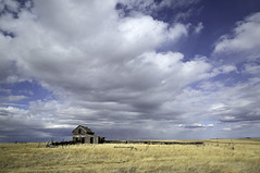the Lyon's place (eDDie_TK) Tags: wyoming wy laramiecntywy abandoned neglected homesteads highplains clouds sky
