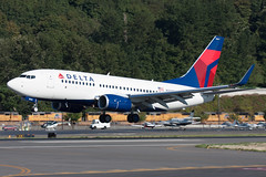 2009_09_11 KBFI (jplphoto2) Tags: 737 737700 bfi boeing737 deltaairlines deltaairlines737700 jdlmultimedia jeremydwyerlindgren kbfi n308de aircraft airline airplane airport aviation