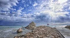 (301/19) El resplandor (Pablo Arias) Tags: pabloarias photoshop nx2 cielo nubes arquitectura paisaje mar agua mediterráneo playa arena roca finestrat benidorm alicante