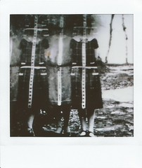 Faces cachées (andrefromont) Tags: andréfromont andrefromontfernandomort fernandomort nb bw fuji instax instaxsq instantané