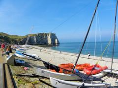 DSCN8433 (alainazer) Tags: etretat normandie france eau acqua water ciel cielo sky mer mare sea bateau boat