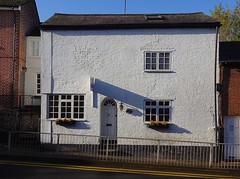 House in Frogmore Street (Snapshooter46) Tags: tring house whitepainted frogmorestreet hertfordshire