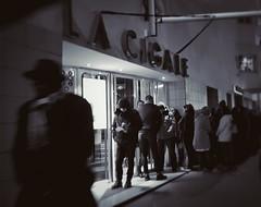 La Cigale (JMG-Photos) Tags: paris lacigale rue gens