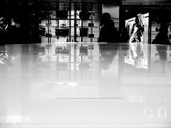 Bag and Ad woman. (mitsushiro-nakagawa) Tags: 新宿 manhattan usa london uk paris アンチノック milan italy lumix g3 fujifilm mothinlilac mil gfx50r bw mono chiba japan exhibition flickr youpic gallery camera collage subway street novel publishing mitsushiro nakagawa artist ny interview photograph picture how take write display art future designfesta kawamura memorial dic museum fineart