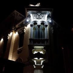 Casa Fenoglio la notte (VauGio) Tags: notte night casafenoglio citturin torino turin piemonte piedmont fuji xf10 shadows ombre lacittàmetropolitanaditorinovistadavoi