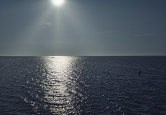 Auf dem Weg nach Spiekeroog (Jürgen von Riegen) Tags: spiekeroog insel ostfriesland deutschland sonne blau wasser water blue outdoors lumix lumixg9 mirrorless micro43 fourthirds outside boot boat segelboot sun