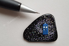 mini tardis pebble ;-) (photos4dreams) Tags: stone stoneart art stein kunst bemalt handbemalt handmade ooak photos4dreams p4d photos4dreamz susiestones susierocks craft diy stones paintingpebbles handpainted tardis doctorwho