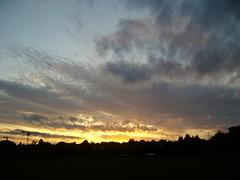 Lass den Himmel mit der Erden (amras_de) Tags: abend vespre vecer aften evening vespero ilta vespere sera vesper vakaras avond kveld seara forenicht kväll aksam sonnenuntergang escureixito ocàs soumrak solnedgang sunset ocaso päikeseloojang auringonlasku coucherdesoleil zalazaksunca tramonto soloccidens saulelydis riets zonsondergang soleglad zachódslonca pôrdosol apus scurata dayset západslnka solnedgång himmel nebo cel obloha sky cielo zeru taivas ciel spéir ég himinn dangus debesis hemelgewelf cèu niebo céu cer celu lift gökyüzü