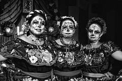 Dia de los muertos #4 (drugodragodiego) Tags: castenedolo provinciadibrescia lombardia italy mexico folklore cultura art women blackandwhite blackwhite bw biancoenero pentax pentaxk1 k1 pentaxdfa2470mmf28 hdpentaxdfa2470mmf28edsdmwr