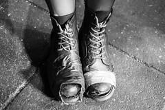 Geflickte Schuhe (Agentur snapshot-photography) Tags: 012200 08003000 11000000 14009000 arm armut beggar bekleidung betteln bettler gesellschaft hauptstadt homeless humor iceland ironie ironisch isl island isländisch kleidung komisch kurios lustig obdachlos obdachlosigkeit penner personen politics politik poor poorness poverty reykjavik reykjavíkurborg schuhe schuhwerk shoe shoes skór soziales stiefel stígvél stjórnmál symbolbild symbolfoto symbolfotos witz witzig wohnungslos wohnungslosigkeit