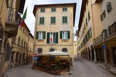 Poppi narrow streets (Thomas Roland) Tags: europe europa italy italia italien sommer summer nikon d7000 travel rejse strada casentino toscana tuscany poppi by stadt town street narrow