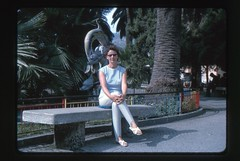 . (Kaïopai°) Tags: vintage dia slide skulptur sculpture delphin dolphin bank parkbank parc park frau femme woman palme palm