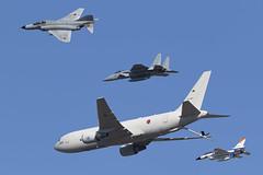 Air Refueling Demo (niokee) Tags: japanairselfdefenseforce jasdf mitsubishi f4ejkai f4 phantomii 578357 f15j f15 eagle fighter f2a f2 638502 kc767 073604 boeing aerialrefuelingandstrategictransportaircraft gifuairbase qgu rjng komakiairbase gifuairbaseairshow gifuairbaseairshow2019 aircraft airplane airshow airforce avgeek