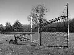 Schlechter Fang / No Catch of the Day (bartholmy) Tags: hartford ct sportsfield sportplatz battingcage baseball käfig gitter maschendraht emptyseats sitzplätze bänke bank tribüne bleachers baum tree bäume rasen wald forest schatten shadow