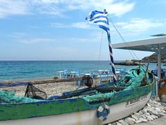 Greek beach scene (duqueıros) Tags: griechenland hellas greece fischer fisher boot boat taverne duqueiros samos ελλάδα kokkari