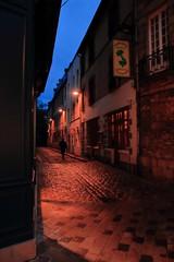 Retour d'Indochine... (Tonton Gilles) Tags: alençon normandie rue de la poterne restaurant lindochine réverbères lampadaire vietnamien personnage silhouette ombre heure bleue scène paysage urbain