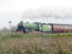 61306 'Mayflower' on 1Z17 0834 Ealing Broadway to York (robertbester66) Tags: ecmldiversions spaldingrailwaystation railways lner thompson b1 61306 mayflower 460 steam