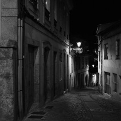 In the wee small hours of the morning (lebre.jaime) Tags: portugal beira covilhã architecture nightphotography nocturnal analogic film120 mediumformat mf squareformat 6x6 bw blackwhite noiretblanc nb pb pretobranco ptbw ilford hp5 iso400 hasselblad 503cx carlzeiss planar cf2880 epson v600 affinity affinityphoto