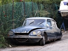 Citroen DS 21 (Alessio3373) Tags: abandoned abandonedcars autoabbandonate unused unloved neglected forgotten forgottencars scrap scrapped scrappedcars junkcars wreck wreckedcars rust rusty rustycars corroded corrosion ruggine citroen citroends