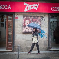 llueve! (A.Ayuso) Tags: candid candy elrastro españa madrid strasenfotografie street streetphotography callejeros color domingo fotografiadistrada photographiederue rue strasse urbana