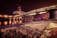 Bremerhaven am Abend (fraumuellerfotografie) Tags: bremerhaven bremerhavenerleben nikon nikonphotography langzeitbelichtung longexposure nachtaufnahme nightshot klimahaus brücke