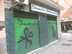 Anti-graffitti  shutters, Dama's  Peluqueros, Calle  Canillas, Prosperidad, my neirbourhood,  Madrid (d.kevan) Tags: callecanillas prosperidad myneighbourhood damaspeluqeros hairdressers comb scissors feminineprofile closed paintedshutters painting green black