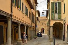 Street in Poppi (Thomas Roland) Tags: europe europa italy italia italien sommer summer nikon d7000 travel rejse strada casentino toscana tuscany poppi by stadt town