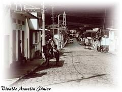 128 Envelhecidas Delfim Moreira MG Brasi2008 A640 Nov19 (2) (Vivaldo Armelin Jr.) Tags: delfim moreira mg brasil ruas stritt
