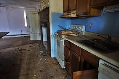 DSC00919 (hawkshoe) Tags: abandoned homes se pa