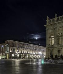 Piazza Castello 2 (forma.edoardo) Tags: torino piazza castello fontana luna notte nuvole