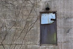Late Day Shady Side (Modkuse) Tags: abstract building window minimalism minimal minimalist art artphotography artistic artisticphotography photoart photoflat fineartphotography fineart fujifilm fujifilmxt2 fujinon xt2 xf1855mmf284rlmois fujinonxf1855mmf284rlmois