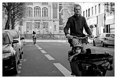 DSCF5520 (srethore) Tags: photo de rue street bw candid people meike 35mm