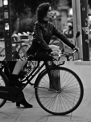 [La Mia Città][Pedala] (Urca) Tags: milano italia 2018 bicicletta pedalare ciclista ritrattostradale portrait dittico bike bicycle nikondigitale tina biancoenero blackandwhite bn bw 2018101565 2018101571
