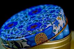 18_Lid (Anavicor) Tags: macro macromondays hmm mm lid tapa caja box jabón soap tamron90mm nikon blue azul floreado flower anavillar anavicor villarcorreroana lata can